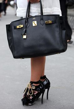 Black Big Bag with gold by Hermes////nice bags in http://www.besthermes2u.com