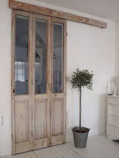 porte-fenetre-patinee-a-recycler-en-cloison-coulissante. Salvaged Doors, Old Doors, Windows And Doors, Sliding Doors, Entry Doors, Sliding Cupboard, Cupboard Doors, Door Design, House Design