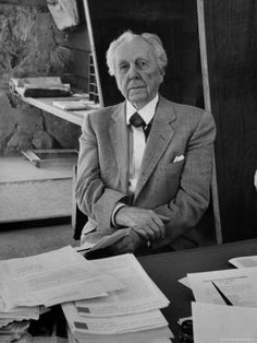 Architect Frank Lloyd Wright at desk in his office at Taliesin West. Bauhaus, Frank Lloyd Wright Homes, Mother Art, Tomorrow Is Another Day, I Believe In Pink, Famous Architects, Great Photographers, Winter House, People