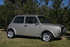Leyland Mini Clubman 1275 LS (Rare) Mini Stuff, Car Stuff, Classic Mini, Classic Cars, Mini Clubman, Vintage Sport, Mini Photo, Small Cars, British Army