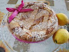 Non è Pasqua senza una buona pastiera in tavola,allora vediamo come prepararla insieme! Un dolce composto da pasta frolla e crema di grano.