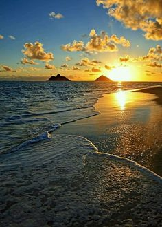 Top 10 beaches ❤️☀️ Lanikai Beach, Hawaii - The shore is protected by a nearby coral reef, which keeps the surf relatively calm. Beautiful Sunset, Beautiful Beaches, Amazing Sunsets, Places To Travel, Places To See, Beach Trip, Belle Photo, Vacation Spots, Beautiful Landscapes