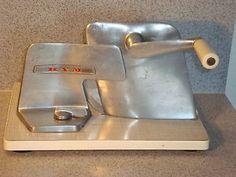 Brotschneidemaschine-KYM-Allesschneider-manuell-Brotmaschine-60er-70er-Vintage