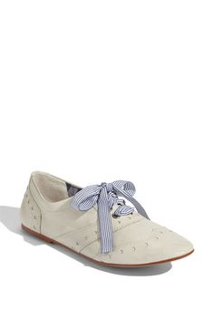 Loving these oxfords, especially with the patterned ribbon laces!