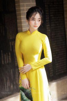 58 New Ideas Dress Long Yellow Beautiful Vietnamese Traditional Dress, Vietnamese Dress, Traditional Dresses, Ao Dai, Beautiful Girl Image, Beautiful Asian Women, Dress Images, Cute Asian Girls, Asian Fashion