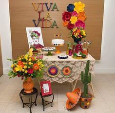 Decoração da @farfallaarte ❤ tema: Frida Kahlo detalhes lindos! Adorei!! . . #decorefesta #blogdecorefesta #fridakahlo #ideias #inspiração #deco #decor #decoração #festaadulto
