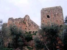 Chastal Rouge was part of the network of fortresses including Chastel Blanc, Krak des Chevailiers, and Arima. The castle stands in the village of Yahmur between Tartus and Tripoli., and belongs to the Frankish family, vassals of the Counts of Tripoli. The counts entrusted the structure to the Sovereign Military Hospitaller and 400 gold pieces were given to the Montolieu for compensation.