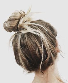 beachy buns | sunkissed highlights | loose topknot