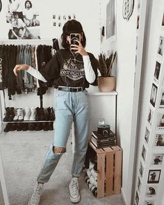 Discover recipes, home ideas, style inspiration and other ideas to try. Indie Outfits, Retro Outfits, Teen Fashion Outfits, Edgy Outfits, Cute Casual Outfits, Jean Outfits, Look Fashion, Outfits For Teens, Vintage Outfits