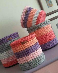 Crochet basket and wicker models for craftsmen Crochet Bowl, Crochet Basket Pattern, Crochet Diy, Crochet Amigurumi, Love Crochet, Crochet Patterns, Crochet Baskets, Crochet Gifts, Box Patterns
