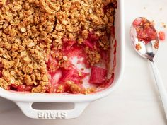 Simple and delicious rhubarb crumble! No pre- cooking the rhubarb, just bake and enjoy! Best Rhubarb Recipes, Fruit Recipes, Cooking Recipes, Recipies, Dessert Recipes, Köstliche Desserts, Delicious Desserts, Rhubarb Desserts, Apple Desserts