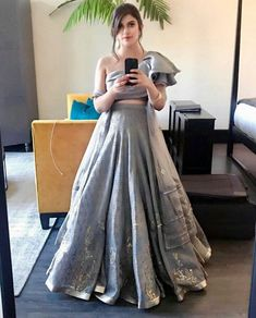Siga-me - Lehengas - Gowns Indian Wedding Gowns, Indian Gowns Dresses, Wedding Lehanga, Bridal Gowns, Prom Dresses, Indian Attire, Indian Outfits, Indian Wear, Indian Designer Outfits