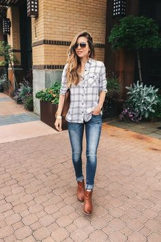 11 Casual But Classy Ankle Boots for Women That Will Look Great On Your Feet Cute Women Fall Outfits And Trends Fashion Week, Look Fashion, Autumn Fashion, Fashion Outfits, Womens Fashion, Feminine Fashion, Cheap Fashion, Outfits Con Camisa, Plaid Shirt Outfits