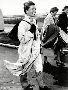3 Times Katharine Hepburn Proved That Authenticity is Timeless — One Who Dresses Katharine Hepburn, Audrey Hepburn, Hollywood Stars, Classic Hollywood, Old Hollywood, Hollywood Fashion, Celine, Female Stars, Iconic Women