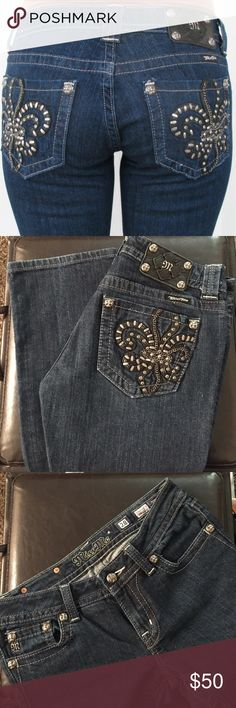 Miss Me Straight Cut Style JP6048T3   Straight Cut   Color: Dark Wash 528.   Waist 28  Inseam 34                   98% cotton 2% elastane.                        Excellent Condition like new !   All crystals, decorative and embellishments in place. Miss Me Jeans Straight Leg