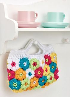 FREE CROCHET PATTERN: Floral clutch bag