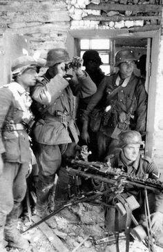 German machinegun team in Mother Russia.