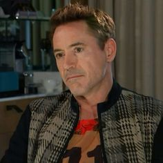 Pin for Later: Robert Downey Jr. bricht ein Interview ab