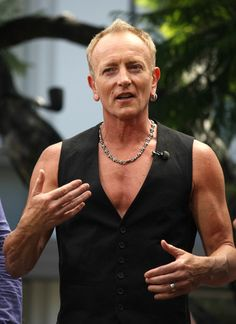 Joe Elliott and Phil Collen Photo - Def Leppard Perfrorms on 'Extra'