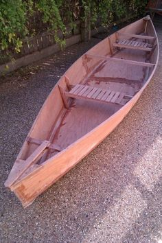 einfache heimwerkerprojekte Simple Canoe: There have been a few canoe like objects put up on instructables but this one is really a pirogue- or flat bottom canoe. Wooden Boat Kits, Wooden Boat Building, Wooden Boat Plans, Boat Building Plans, Canoe Plans, Sailboat Plans, Plywood Boat, Wood Boats, Canoa Kayak