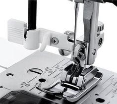 Šijací stroj elektronický, 30 programov, 60 šijacích techník, automatický navlékač nitě, model byl nahrazen Janome Juno E1050