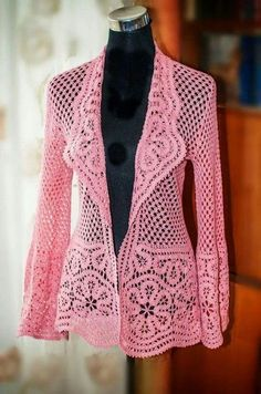 This beautiful Lace Crochet Jacket is a FREE Pattern that will flatter all shape. This beautiful Lace Crochet Jacket is a FREE Pattern that will flatter all Cardigan Au Crochet, Crochet Jacket Pattern, Gilet Crochet, Crochet Coat, Crochet Cardigan, Crochet Shawl, Diy Crochet, Crochet Clothes, Crochet Sweaters