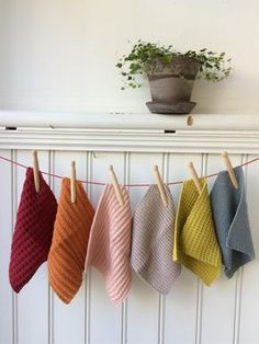 183 Best Strikking images in 2020 Knitted Washcloths, Knit Dishcloth, Knitted Blankets, Crochet Home Decor, Diy Crochet, Knitting Patterns, Crochet Patterns, Crochet Kitchen, How To Purl Knit