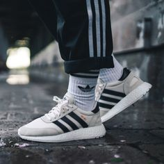 Iniki Runner (via Femyeah) Addidas Sneakers, Converse Sneaker, Puma Sneaker, Sneakers Mode, Adidas Shoes, Sneaker Outfits, Nike Free Shoes, Nike Shoes Outlet, Baskets Addidas