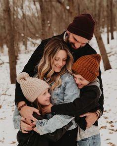Winter Family Photos, Cute Family Photos, Outdoor Family Photos, Family Picture Poses, Family Photo Outfits, Family Photo Sessions, Family Photo Shoots, Family Photo Shoot Ideas, Outdoor Family Portraits