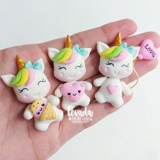 Diy Clay, Clay Crafts, Fun Crafts, Diy And Crafts, Wafer Paper Flowers, Unicorn Cake Topper, Fondant Toppers, Clay Figures, Pasta Flexible