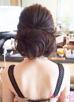幸せいっぱいの国際結婚♡シニヨンがお似合いの花嫁さま♡  大人可愛いブライダルヘアメイク『tiamo』の結婚カタログ