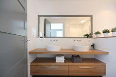 badkamer ontwerp gemaakt door Vive la Maison interieurstyling Bathroom Makeovers, Bathroom Ideas, Tile Flooring, Toilets, Bath Room, Sweet Home, Vanity, Cottage, Kitchens
