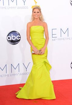 Emmys 2012: The Best of the Red Carpet - Julie Bowen goes bold in a strapless body-con yellow gown by Monique L'hullier.
