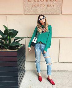O sapato que esta sempre aparecendo no street style,foi inspirado no closet masculino. Além de ser super versátil, a peça vai com todos os estilos.  #mocassim#comousar#fashion#style#looks#moda#jeans#trend#tendência#outfit#cool#estilo Moda Jeans, Looks Jeans, Estilo Real, Girl Fashion, Fashion Outfits, Next Clothes, Street Style Summer, Look Chic, Outfit Posts