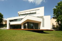 Architektenhaus Wien Am Hang. Bauhaus ArchitekturModerne HäuserWienStadtvillaLandschaftEinrichtungModernes  ...