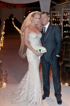 David & Yolanda Foster (Real Housewives of BH)  - wedding 11/11/11. - love this dress!