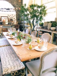 I stopped in at Rolling Greens on a whim the other day when I happened to be in West Hollywood. Ihadn't been to the floral and interiors shop in years, and I'm so happy that I finally visited again; the shop is seriously stunning. The airy, open space is filled to the brim with brightly colored flowers, gorgeous plants (and…