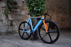 Gulf Livery Fixie, what a beauty, modern design with a heritage look! Motocross, Bmx, Velo Design, Bicycle Design, Road Bikes, Cycling Bikes, Road Cycling, Bici Fixed, Motogp