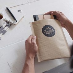 Paper mailer envelope, lined with bubble wrap. Kraft Packaging, Luxury Packaging, Custom Packaging, Jewelry Packaging, Packaging Design, Product Packaging, Packaging Boxes, Mailer Design, Design Brochure