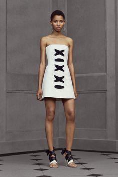 Lineisy Montero for Balenciaga Resort 2016 Daily Fashion, Love Fashion, Runway Fashion, Fashion News, Fashion Beauty, Fashion Show, Fashion Design, Lineisy Montero, Foto Real