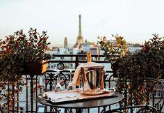 Hostel Em Paris, Paris Hotels, Montmartre Paris, Paris Cafe, Hotel Torre Eiffel, Best Hotel Deals, Best Hotels, Pullman Paris, Paris Bucket List