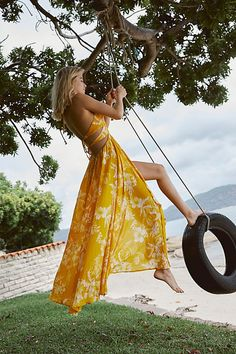 Free People Lille Printed Maxi Dress Lightweight crinkly maxi dress featured in a tropical print. V-neckline Halter neck with adjustable tie Low back with tie detailing Extreme side slits Vacation Dresses, Summer Dresses, Casual Dresses, Floral Dresses, Summer Clothes, Women's Dresses, Bohemian Style, Boho Chic, Halter Maxi Dresses