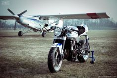 cafe racer and skydive plane