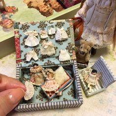 -jour et nuit- Miniature Crafts, Miniature Dolls, Antique Dolls, Vintage Dolls, Diy Doll Miniatures, Dollhouse Toys, Doll Display, Tiny Dolls, Bisque Doll
