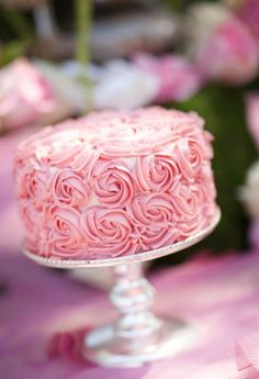The Project Wedding Guide to Wedding Cake Frosting. So helpful!