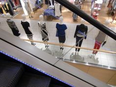 Bijenkorf department store Rotterdam The Netherlands | mannequins escalator | vsbl photography