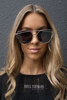 Miss Runway Fashion - Hypnotic Sunglasses - Gold