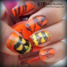 Halloween Nail Art- Jack-o-Lantern Nails for more > http://stylethosenails.blogspot.com/2014/10/halloween-nail-art-jack-o-lantern-nails.html