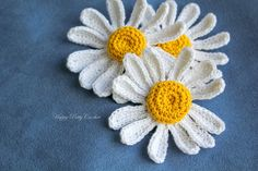 Crochet your own daisies, at any size you wish and at any color. Use them at any project you may like, daisies are ideal for head accessories, jewelry or any form of decoration.