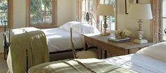 dormitorios con mesita de noche compartida
